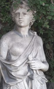 Savona 3, La sapienza statua in via Giacomo Matteotti