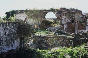 Resti della antica cattedrale sul Priamar foto 2