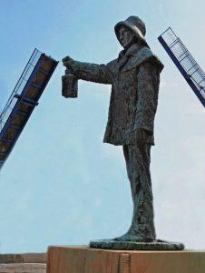 Savona darsena, Monumento al pescatore di Renata Cuneo